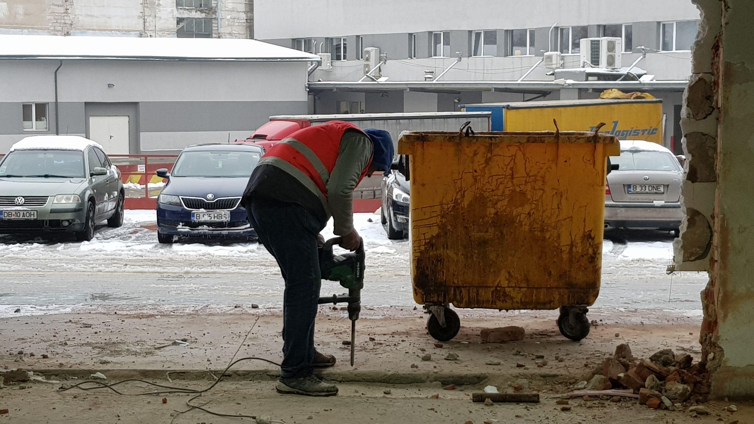 Iulian Mamele a dat gazonul pe munca de șantier
