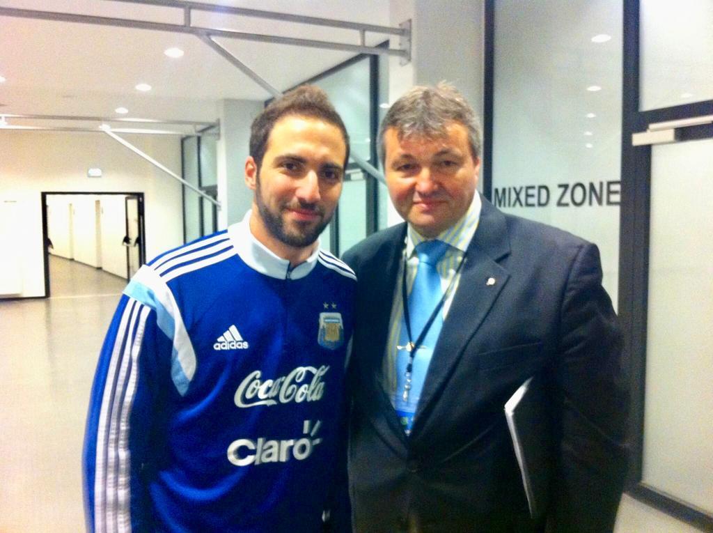 Florin Nedelcu, alături de un alt star al Argentinei, Gonzalo Higuain