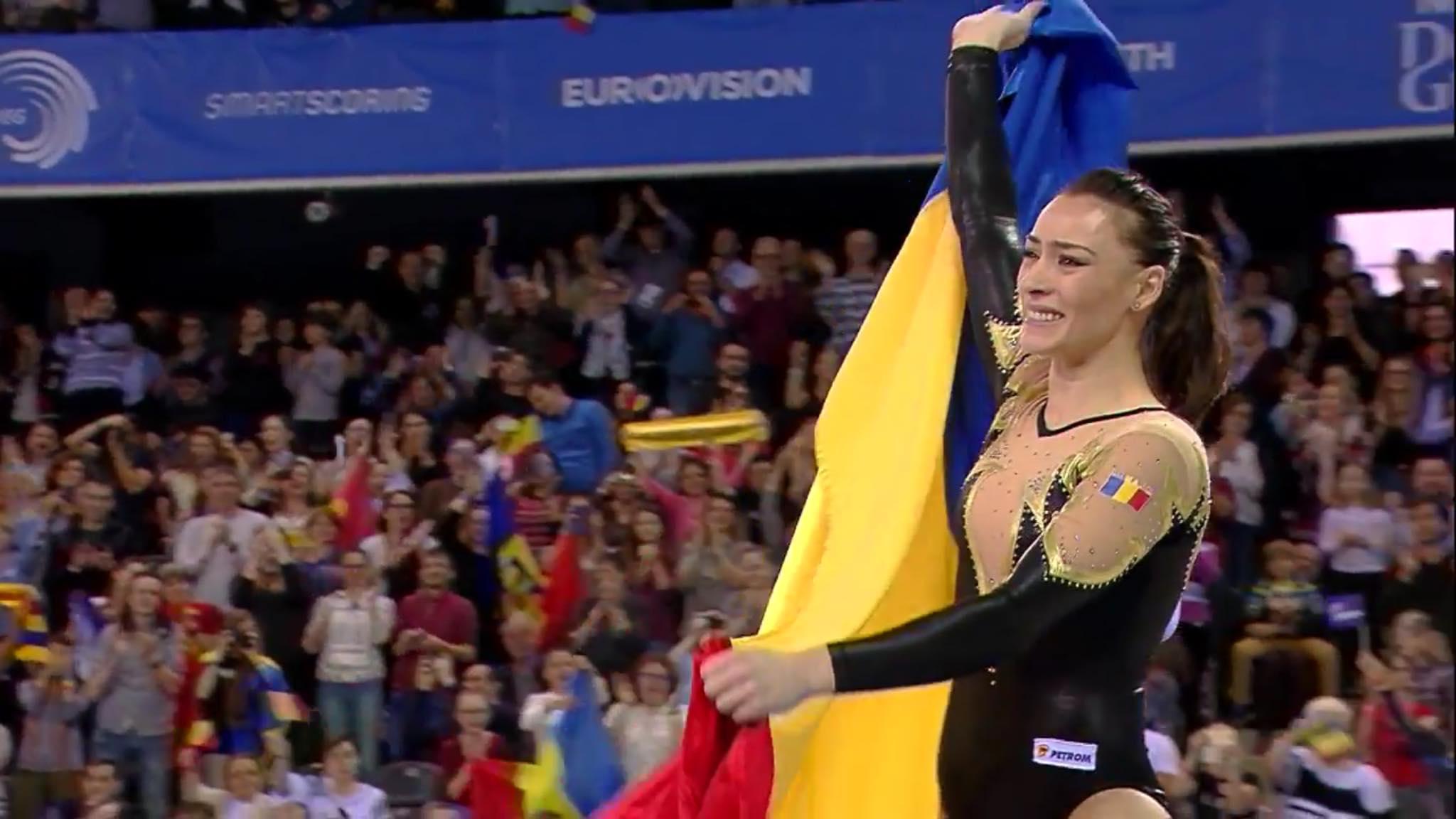 Cătălina Ponor poartă drapelul românesc, așa cum a făcut-o de zeci de ori în cariera sa