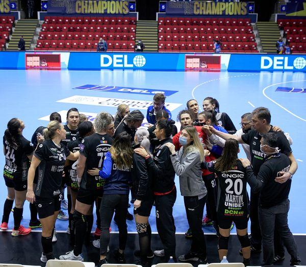 Adi Vasile şi alte cinci jucătoare au coronavirus, însă oficialii clubului au anunţat un nou transfer