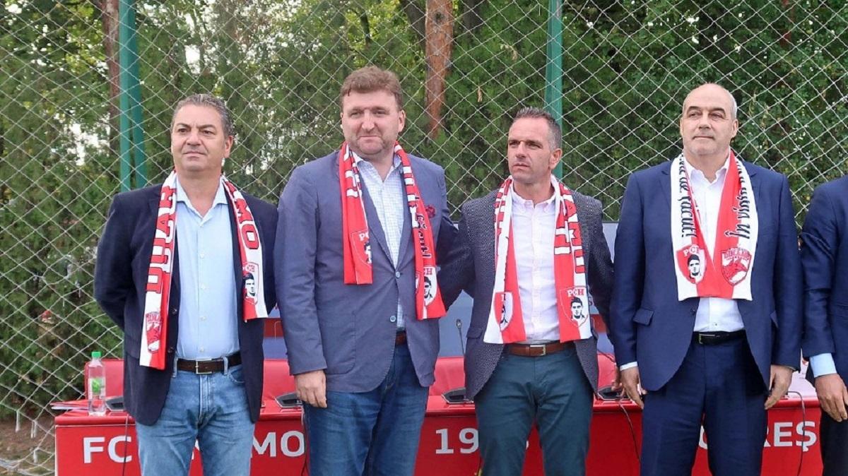Pablo Cortacero și echipa sa, în momentul preluării pachetului majoritar de acțiuni