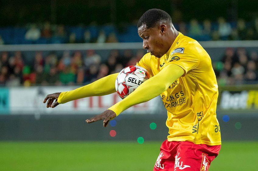 Joseph Akpala este în prezent liber de contract