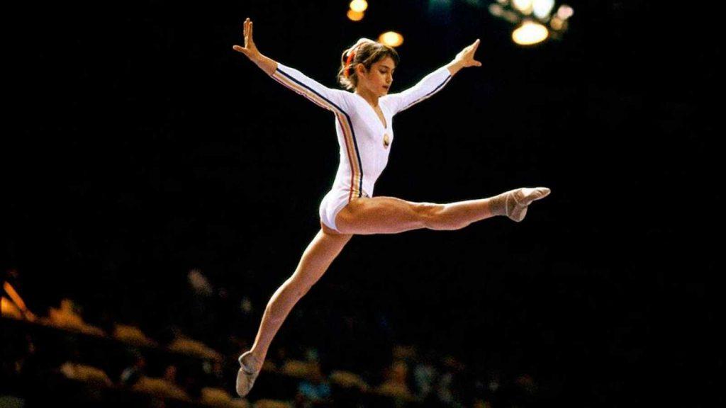 La doar 14 ani, uimea lumea sportului, obținând prima notă de 10 din istoria gimnasticii.