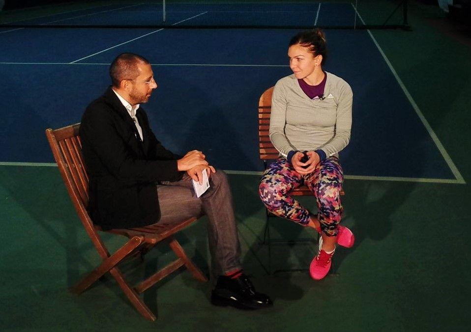 Andrei Nourescu și Simona Halep în timpul unui interviu