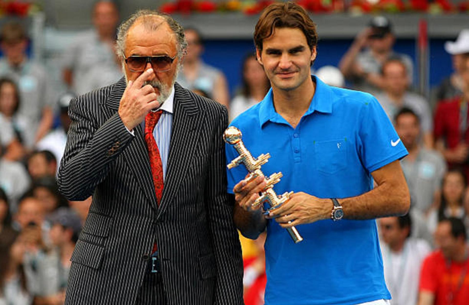 Țriac îl aduce din nou în teren pe Federer