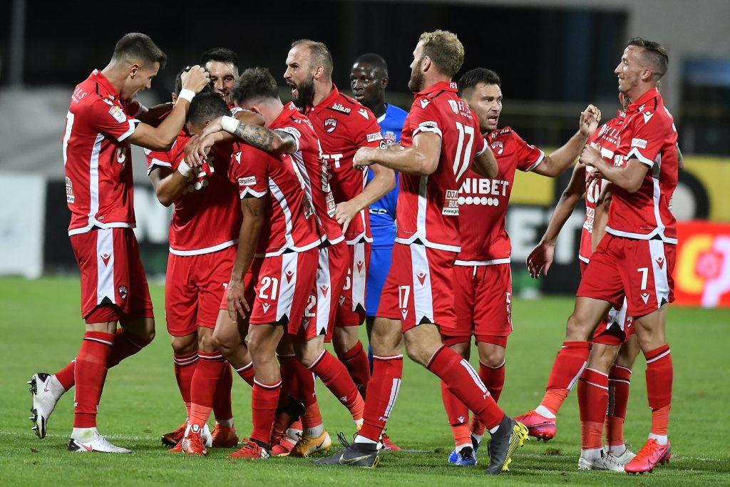 """Sedinta cu scantei la Dinamo. Jucatorii au fost """"urecheati"""" si li s-au transmis mesaje clare"""
