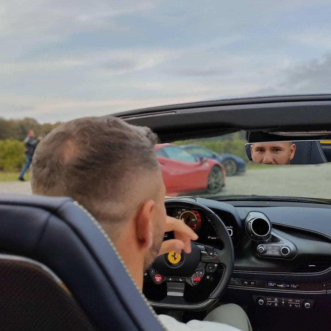 Răzvan Raț și-a mai achiziționat un Ferrari